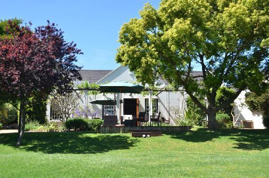 4 Heaven Guesthouse: Ansicht vom Garten