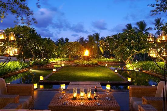 The Laguna, a Luxury Collection Resort & Spa: Cascade Garden Lounge & Bar Ambience