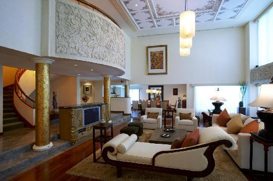 The Laguna, a Luxury Collection Resort & Spa: Grande Lagoon Suite Living Room