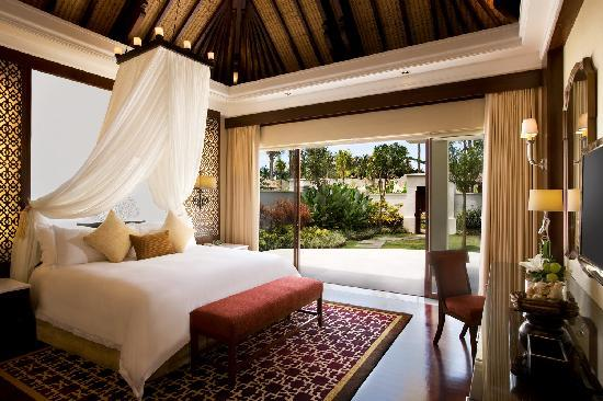 The Laguna, a Luxury Collection Resort & Spa: Villa Bedroom and Garden