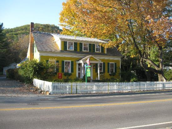 Woodstocker Inn: The Woodstocker in the Fall
