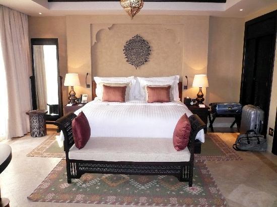 Qasr Al Sarab Desert Resort by Anantara: chambre villa