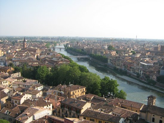 Piazzale Castel San Pietro