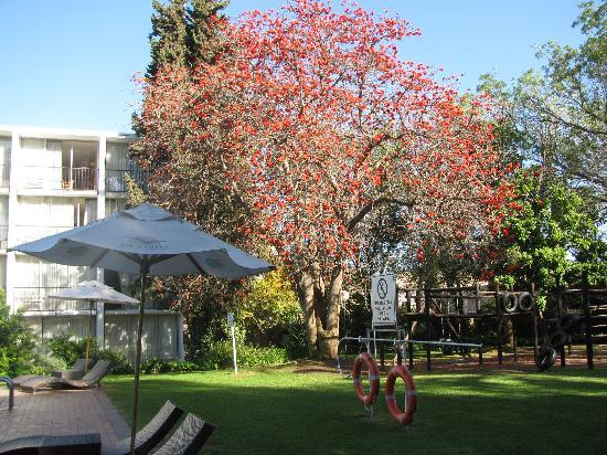 Oudtshoorn Inn Hotel and Conferencing Centre: hermoso jardin