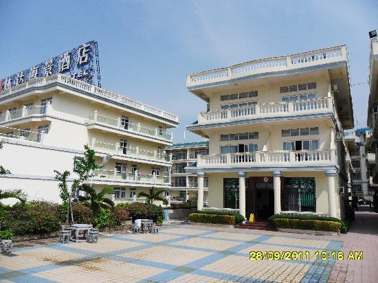 Linda Seaview Hotel: Терасса на уровне 4 этажа с виллой и смотровой площадкой