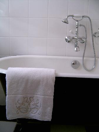 La Creche, France : salle de bain rétro