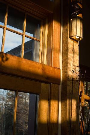 Stowe Meadows: Sunlight enters the lodge and provides an extra sense of warmth