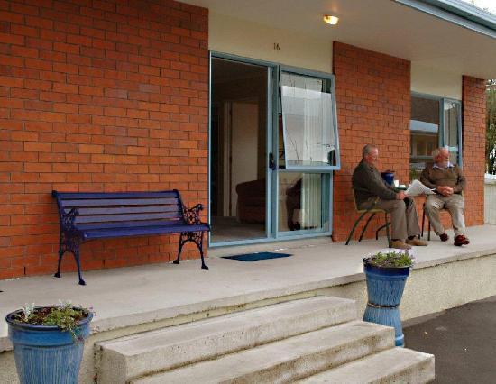 ألدان لودج موتل: Aldan Lodge Exterior