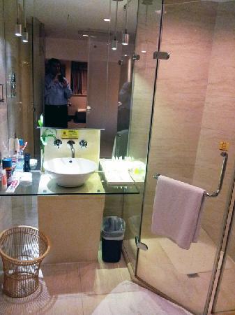 Guanfa Enjoy Hotel: Bathroom