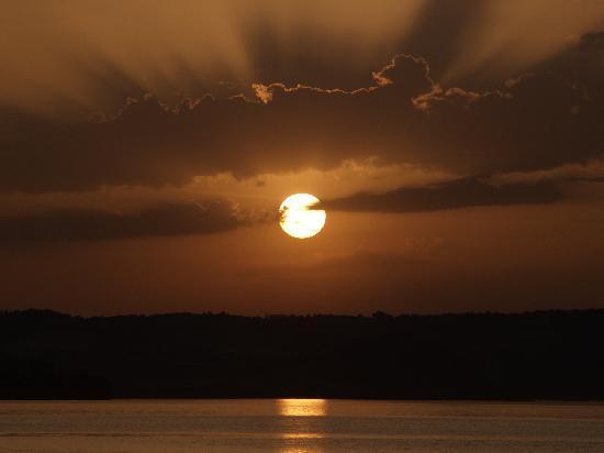 Marta, İtalya: Lago di Bolsena al tramonto