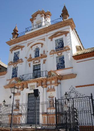 Iglesia de la Caridad: Portada principal del Hospital de la Caridad.