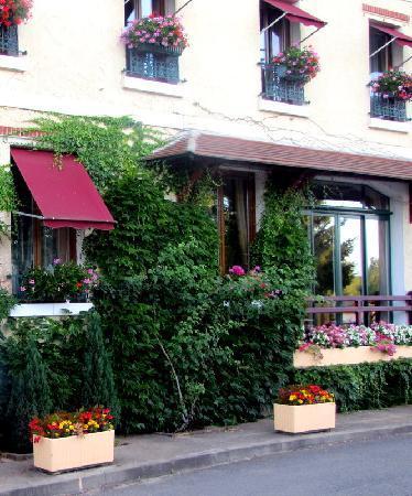 Sancerre, France: Hôtel charmant et fleuri