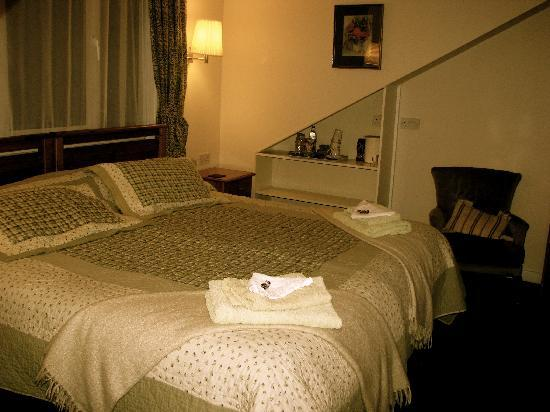 Ardgarth Guest House: Cozy top floor