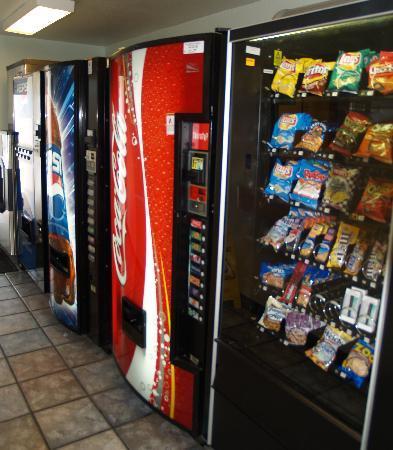 Americas Best Value Inn- Wilmington: Vending/Ice machines