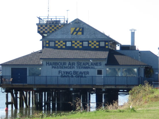 Flying Beaver Bar & Grill: The Flying Beaver - a YVR instituton.