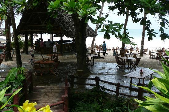 Pinewood Beach Resort & Spa: Beach bar