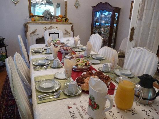 Les Diplomates B&B: Sumptuous and healthy breakast