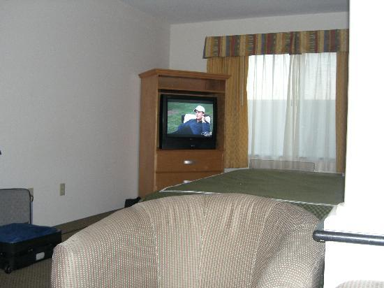 Comfort Suites Victorville: You need binoculars to see the TV