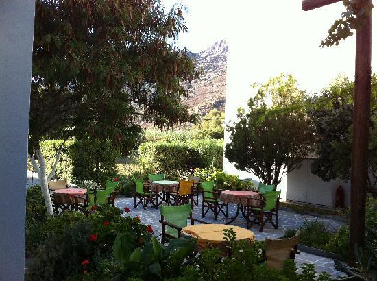 Kafenes: courtyard
