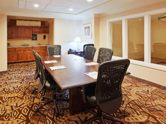 Holiday Inn Express Hotel & Suites Oroville Southwest: BoardRoom