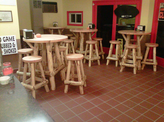 Smokin' Vittles BBQ Restaurant: New Pub Tables & Stools