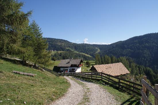 Trattoria Roaner Hof Ploner Karl: Dal sentiero del Renon.