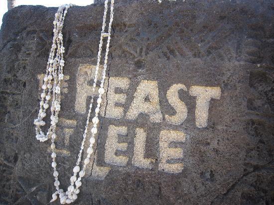 Feast At Lele: feast at lele の案内板(石)