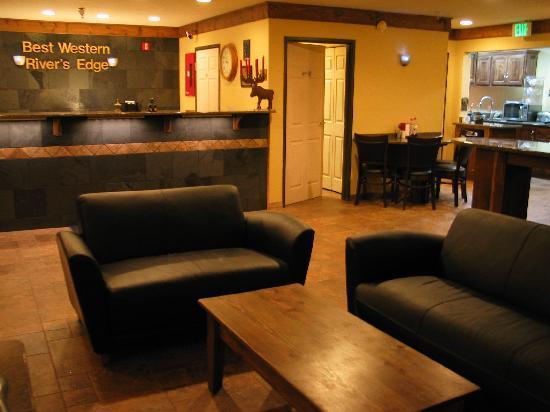 Best Western Rivers Edge: Newly remodeled lobby / breakfast area