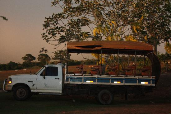 Araras Pantanal Ecolodge: caminhao da focagem noturna