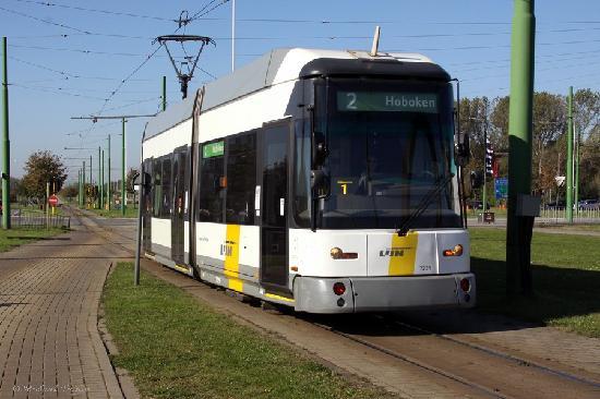 Hotel-Pension Granducale: Antwerp low floor tram
