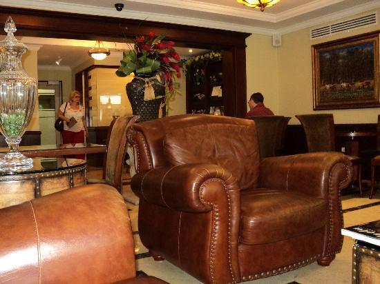 Toscana Inn Hotel: Lobby