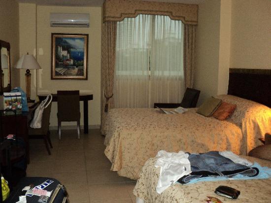 Toscana Inn Hotel: Nuestra habitación