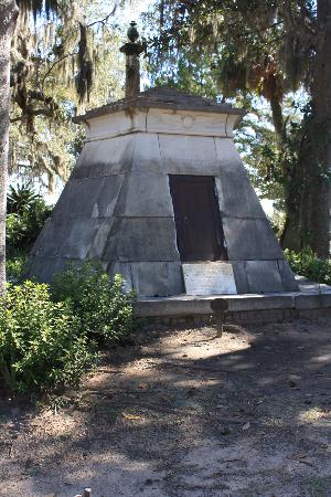 Bonaventure Cemetery Journeys w/ Shannon Scott: What's buried here?  Find out on the tour!