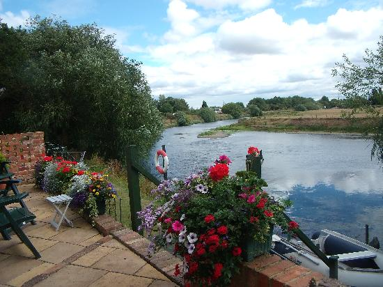Holden House B & B: Enjoy our Patio which looks over the River Trent