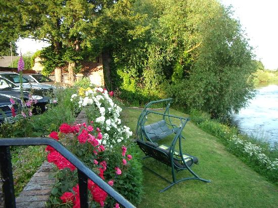 Holden House B & B: Relax on the bank of the River Trent.