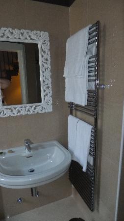 Residenza Giuseppe Verdi: Bathroom