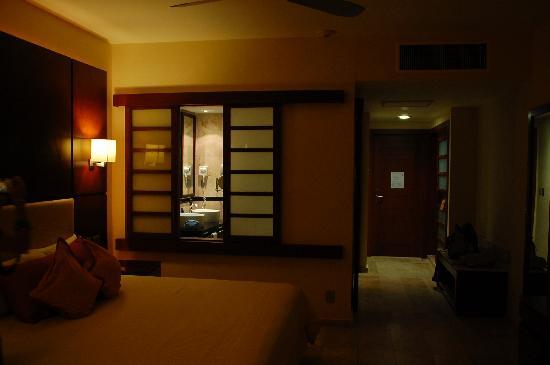 Grand Sunset Princess All Suites Resort: Habitación y baño