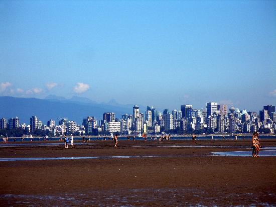 Spanish Banks : View of Vancouver from Spainish Banks at low tide