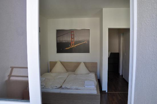 Bearlin City Apartment Ansbacherstrasse: amazingly comfortable bed