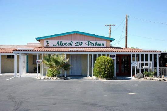 Motel 29 Palms: Front