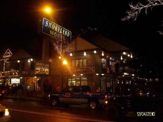 Smokyland Motel: Visiting for Christmas Parade