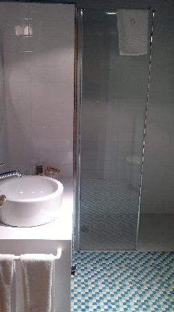 Hotel Karlos Arguinano: Renovated bathroom