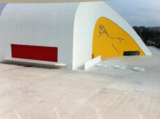Centro Niemeyer: b