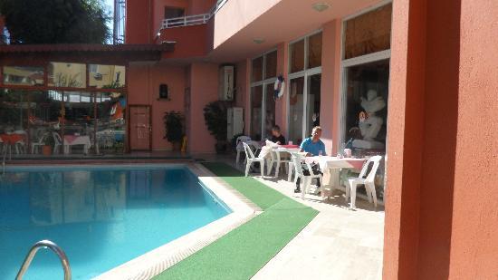 Acar Hotel: buiten bij het zwembad