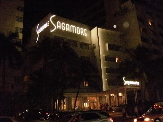 The Sagamore Hotel: Front of hotel at night
