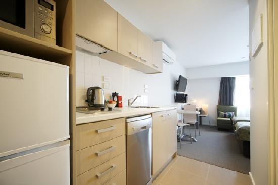 Quest Albany : Studio Apartment - Kitchen