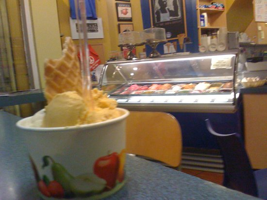 Photo of Restaurant Ed's Real Scoop at 2224 Queen St East, Toronto M4E, Canada