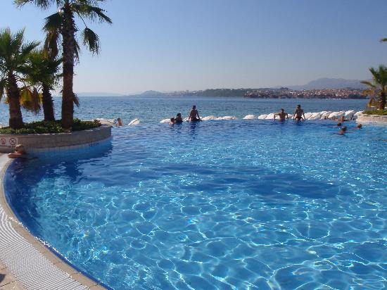 Le Meridien Lav Split: The infinity pool