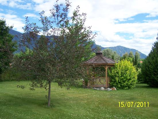 Bavarian Orchard Motel: Lovely view