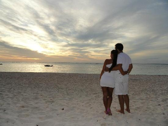 Vatulele Island Resort: Serene sunset on the beach